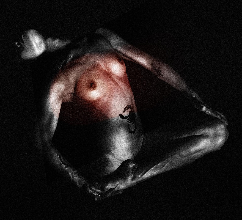 Scarlet vice by Suelynee art, taiwan, artist, photographer, nude, fine_art, model, portrait