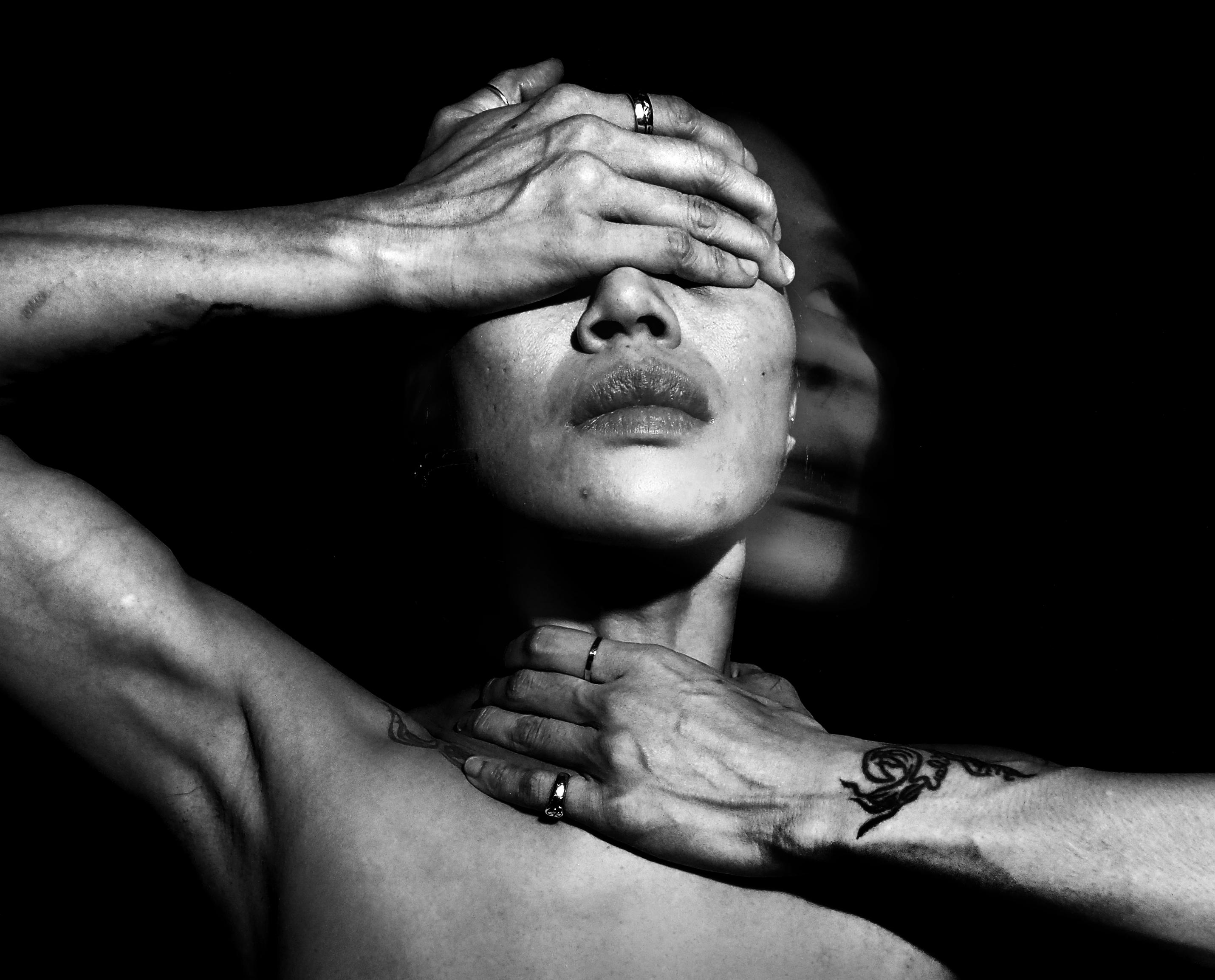 uncontrolled brain frequency suelynee ho 何書伶 Artwork photographer nude art